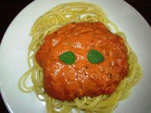 רוטב רוזה איטלקי עשיר משמנת קשיו ביתית ועגבניות