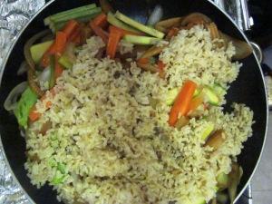 מתכון לאורז מלא טעים ירקות בנוסח אסייתי פרווה בלי ביצים