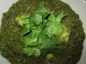 טעם הודי מושלם ממליצה להגיש עם עיטור של כוסברה טרייה