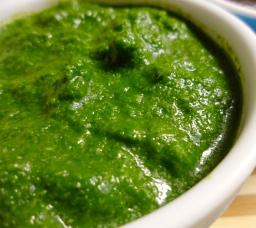 מטבל הודי ארומטי: צ'טני ירוק מכוסברה ונענע: אוכל הודי טבעוני