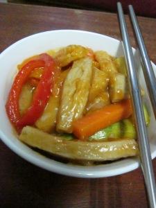 אוכל סיני מוקפץ טבעוני