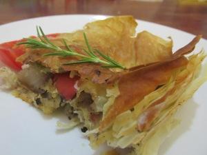 מאפה טבעוני תפוח אדמה, פלפל קלוי ופטריות