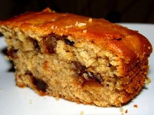 עוגת טחינה ותמרים טבעונית