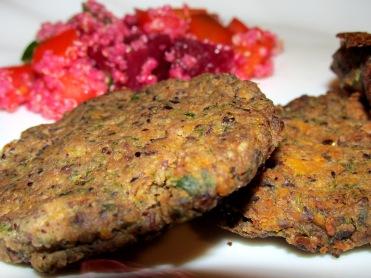 קציצות טבעוניות עם שעועית, ירקות ושיבולת שועל (תחליפי בשר טבעוניים)